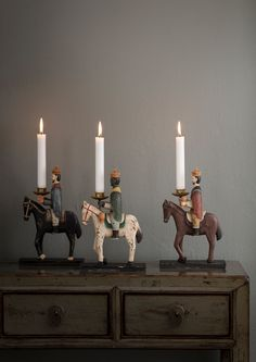 Christmas deco from Bungalow. Christmas Mood, Noel Christmas, Christmas And New Year, Sweet Home, Three Wise Men, Diy Décoration, Antique Christmas, Christmas Decorations, Holiday Decor