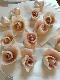Fake Marzipan roses Marzipan, Garlic, Roses, Baking, Vegetables, Cake, Food, Pink, Rose