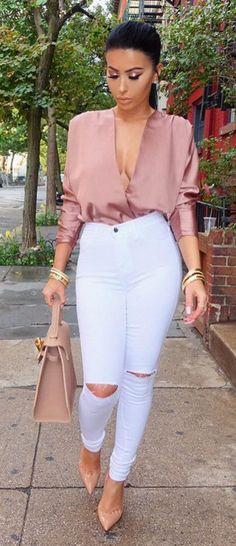 Strutin' through these NYC streets Top Wardrobe Jeans Miami Styles Shoes Louboutin Bag Miami Fashion, Look Fashion, Fashion Outfits, Fashion Ideas, Street Fashion, Winter Fashion, Fashion Trends, White Skinny Jeans, White Denim