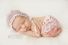 Newborn Girl Photo Prop Baby Skirt Newborn Bonnet door BabyGraceHats