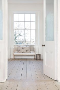 Wood Floor Edging Ideas, Laminate Flooring Transition Ideas and Pics of Choosing Living Room Flooring. Modern Country, Modern Rustic, Rustic Wood, Country Style, This Old House, Floor Edging, Parquet Flooring, Flooring Ideas, Laminate Flooring