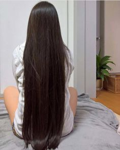 Very long hair and brings attention Pretty Hairstyles, Straight Hairstyles, Wig Hairstyles, Elegant Hairstyles, Beautiful Long Hair, Gorgeous Hair, Silky Smooth Hair, Natural Hair Styles, Curly Hair Styles
