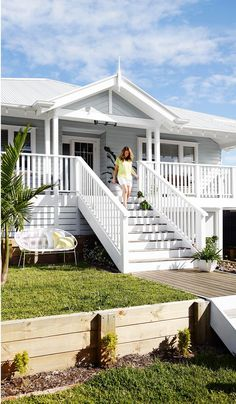 64 New Ideas Exterior Wall House Front Porches Exterior Color Schemes, Exterior Paint Colors For House, Paint Colors For Home, Exterior Design, Paint Colours, Wall Exterior, Colour Schemes, Veranda Railing, Weatherboard Exterior