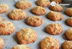 Bocados, galletas o pastelitos de coco, unos de los postres más fáciles para comenzar en la cocina, una receta fácil y con pocos ingredientes. Pasión por el coco. Preparación paso a paso y foto.