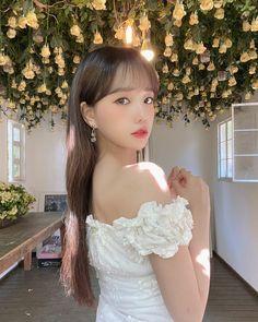 Asian Cute, Cute Korean Girl, Yuri, Eyes On Me, Japanese Girl Group, Girl Photos, Kpop Girls, Cool Girl, Strapless Dress
