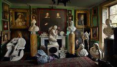 Londra si conferma come la patria delle stravaganze illogiche.Malplaquet House è un perfetto esempio di quello che può essere una wunderkammer moderna. La casa, formata da più di 20 stanze e datata al 1740, si trova nella zona di London's East End. Quando i due odierni proprietari Tim Knox, direttore del Sir John Soane's Museum, eTodd Longstaffe-Gowan,disegnatore di giardini, la acquistarono nel 1998, non era abitata da più di un secolo e alcuni spazi erano stati occupati da negozi. I ...