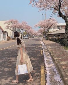 Japanese Aesthetic, Nature Aesthetic, Korean Aesthetic, Aesthetic Photo, Aesthetic Girl, Aesthetic Pictures, Korean Girl Photo, Pretty Korean Girls, Foto Pose