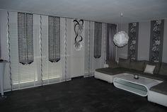 Wohnzimmer Schiebegardine Mit Schwarz Grauen Netzelementen Und Blumenschabracke