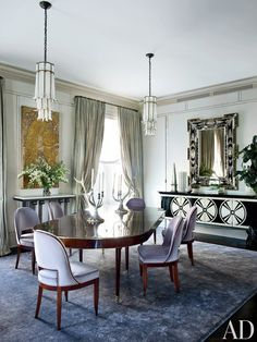 Susanna Maggard | traditional dining room in New York with beautiful statement pieces. #diningroomideas #diningroomtables See more: diningroomideas.eu