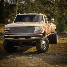 @cookieepuss Dually Trucks, Old Pickup Trucks, Lifted Ford Trucks, Ford Diesel, Diesel Trucks, Cool Trucks, Big Trucks, Funny Truck Quotes, Ford Powerstroke
