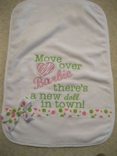 18 ideas for sewing baby clothes girl burp rags Baby Embroidery, Embroidery Monogram, Machine Embroidery Patterns, Baby Girl Embroidery Ideas, Baby Burp Rags, Baby Burp Cloths, Baby Bibs, Burp Cloth Diapers, Sewing Baby Clothes