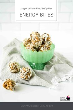This simple and healthy little no bake energy bites recipe is perfect for a delicious snack, breakfast, or even dessert! Bite-sized and packed with protein! 100 Calorie Snacks, High Protein Snacks, Healthy Snacks For Kids, Yummy Snacks, Healthy Breakfasts, Clean Eating Desserts, Eating Healthy, No Bake Energy Bites, Processed Sugar