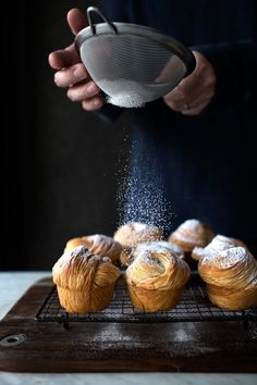 Ingredients: Serves: 8 cruffins 150 grams cup + 1 tbsp) bread flour 150 grams cup + 1 tbsp) all-purpose flour 1 tsp grams) instant dry yeast 1 Cooking Photography, Food Photography Styling, Food Styling, Photography Tricks, Photography Business, Food Trucks, Chefs, Waffles, Pasta Machine