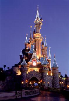Disneyland Paris | Disneyland Paris Celebrates the Holiday Season « Disney Parks Blog