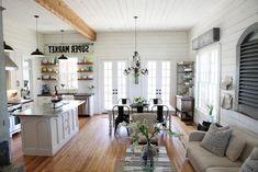 Comfortable Living Room Farmhouse Ideas #LivingRoomIdeas #FarmhouseIdeas