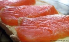 Красная рыба засоленная... в морозилке - необычный рецепт приготовления. Приготовить тузлук (на 1-1.5 кг рыбы): на 1 литр воды 5 столовых ложек соли и 5 столовых ложек сахара. Соль и сахар берем без…