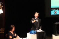 """""""Creativi per Lecco"""" raddoppia. Nel dicembre 2008 avevamo deciso di celebrare il centenario  del Giornale di Lecco con una serie di iniziative tra le quali la più significativa, forse, fu proprio la  mostra dei talenti lecchesi le cui opere erano poi state bandite nel corso dell'asta organizzata al  Teatro della Società."""
