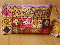 charming crochet clutch - this is just the cutest little purse!!