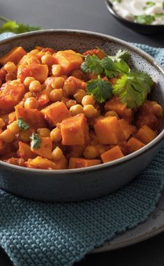 Sweet potato and chickpea curry Batch Cooking, Cooking Recipes, Healthy Recipes, South African Recipes, Ethnic Recipes, Good Food, Yummy Food, Ramadan Recipes, Curry Recipes