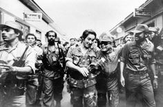 Edén Pastora junto a Tomás Borge y Bayardo Arce en el desfile que hicieron el 20 de julio de 1979