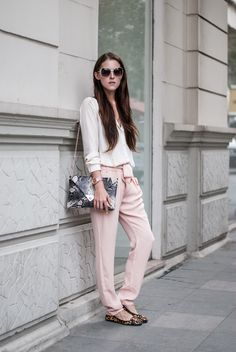 Neon Rock is wearing blush pants with leopard flats. Click for more photos // via bestfashionbloggers.com