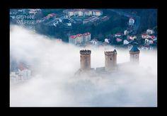 le chateau de Foix dans la brume