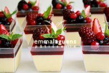 Mousse de chocolate blanco y frutos rojos