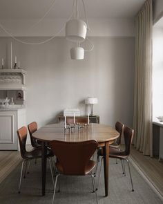 Tour the Highly Curated Home of Swedish Interior Designer and Stylist Madeleine Asplund Klingstedt - Nordic Design A Table, Dining Table, Table Lamp, Swedish Interiors, Modern Interiors, Piece A Vivre, Interior Inspiration, Kitchen Decor, Room Decor