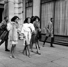 The Temptations x The Supremes, London 1964. <3 <3 <3