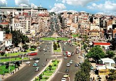 AKSARAY 1965 - 1970 arası - Henüz alt ve üst geçitler; köprülü kavşaklar yok... Fotoğraf: Ara Güler...