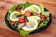Salata cu Ton (360g) Pizza Burgers, Cobb Salad, Menu, Food, Salads, Menu Board Design, Essen, Meals, Yemek