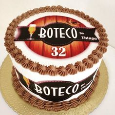 bolo tema boteco com papel de arroz Dobos Torte Recipe, Birthday Cake, Desserts, Recipes, Food, Jeans, Theme Cakes, Homemade Hot Chocolate, 40th Birthday Cakes