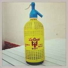 "Sifon ""la Cinta"" BOT #lovermut #sifon #collection we love #vermut Nostalgia, Soda Bottles, We Remember, Spray Bottle, Childhood Memories, Cleaning Supplies, Drinking, Gadgets, Design Inspiration"