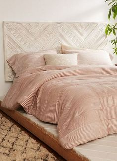 Looking for DIY Headboard Ideas? There are many inexpensive methods to produce an unique one-of-a-kind headboard. We share a few fantastic DIY headboard ideas, to motivate you to design your room chic or rustic, whichever you like. White Wooden Headboard, White Wooden Bed, Wood Headboard, Headboard Ideas, Wooden Diy, Home Bedroom, Bedroom Decor, Bedroom Furniture, Headboard With Lights