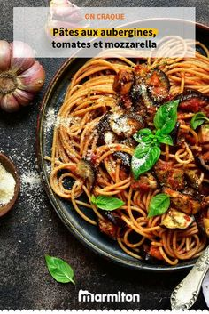 We enjoy this comforting pasta dish with eggplant, tomatoes and mozzarella! We enjoy this comforting pasta dish with eggplant, tomatoes and mozzarella! Pasta With Aubergine, Aubergine Mozzarella, Mozzarella Pasta, Good Healthy Recipes, Easy Smoothie Recipes, Healthy Snacks, Healthy Smoothie, Yummy Recipes, Italian Snacks