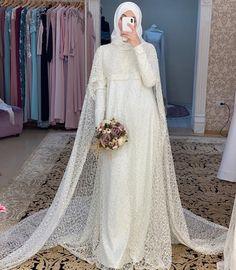 Bridal Hijab, Hijab Bride, Wedding Hijab, Bridal Gowns, Muslimah Wedding Dress, Disney Wedding Dresses, Pakistani Wedding Dresses, Hijab Dress Party, Hijab Style Dress