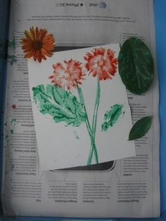 Take advantage of the spring and summer sun in this arts and crafts activity that has your child creating pretty flower prints.