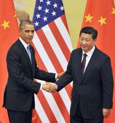共同記者会見を終え、握手を交わすオバマ米大統領(左)と中国の習近平国家主席=12日、北京の人民大会堂(共同) ▼12Nov2014共同通信|米中、香港デモや人権問題で応酬 軍の衝突回避策では合意 http://www.47news.jp/CN/201411/CN2014111201001645.html