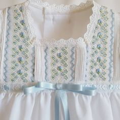 This example of smoking is particularly unique: Part of the pleating/smocking is done vertically and part of it is done horizontally. Smocking Baby, Smocking Plates, Smocking Patterns, Skirt Patterns, Coat Patterns, Blouse Patterns, Sewing Patterns, Smocked Baby Dresses, Little Girl Dresses