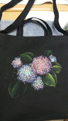 5번째 이미지 T Shirt Painting, Fabric Painting, Fabric Art, Folk Embroidery, Beaded Embroidery, Embroidery Patterns, Painted Bags, Painted Clothes, Textiles