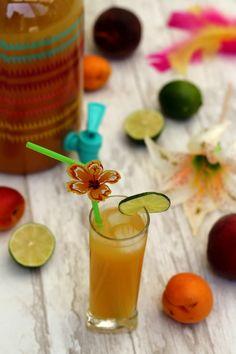 C'est l'été, la grande saison des cocktails ! Voici une recette de punch aux fruits estivaux, pêche et abricot. C'est facile et rapide à faire et ça plait généralement beaucoup aux invités. En ce moment c'est un peu la mode des fontaines à boisson, je... Experiment, Punch Aux Fruits, Cocktails, Sangria, Smoothies, Panna Cotta, Moment, Voici, Pudding