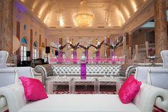 Ideas para un quinceañero dorado - Mis Quince PR Salas Lounge, Estilo Disney, Lounge Furniture, Junior Dresses, Beauty And The Beast, Ideas Para, Lily, Chandelier, Ceiling Lights