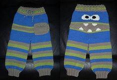 Sjove bukser i str 6 mdr til 4 år. De lukkes med en snor i ribben i livet. Man kan udsmykke dem, som man vil, og selv vælge kombinationer af farver. Strikket i babyuld på pinde 4. Læs mere ...