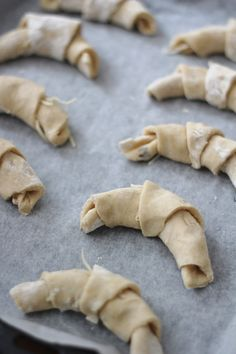 Näitä ihania sarvia teemme välillä viikonloppuaamuisin. Nopea valmistaa ja maistuvat sellaisenaan tai täytettynä aamiais-tai brunssipöydä...