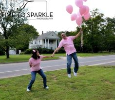 Gender reveal photo. Floating away with balloons funny www.timetosparklephotography.com