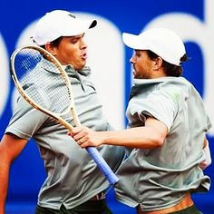 Talking about double and seeing double... These two won their 111th title! Just amazing guys... You are unbelievable! @bryanbros @mikecbryan Barcelona Open Banc Sabadell - Conde de Godó #3  Photo/Foto: Bryan Brothers Facebook  #bryanbros #bryanbrothers #mikebryan #bobbryan #111 #barcelonaopen #condedegodo #atp500 #atp #wta #tennis #tenis  @bryanbros @bryanbrothers #prince #kswiss #twins #tennistwins #usa #usta #champions #chestbump  #doubles #doublesfun #doubletrouble