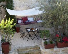 Un mini salon de jardin pour petit espace salons minis - Ou trouver des coussins pour salon de jardin ...