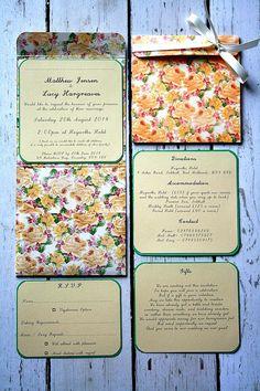 """Handmade Pocket Fold Wedding Invitation - Vintage Floral - Så sødt et fint lille rim på """"Gifts""""-noten"""