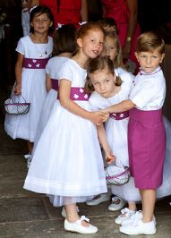 Violine Flower Girls, Flower Girl Dresses, Page Boy, Fuchsia, Marie, Girls Dresses, Cute Outfits, Couture, Decoration