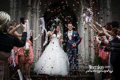 Hochzeitsfotograf Berlin. Rauschender Empfang mit http://www.hochzeitsfotografie-berlin.org  .  Wenn es auf beste Vorbereitung und den perfekten Moment ankommt http://www.andreaslemke.com  http://www.eventfotografberlin.com  #hochzeitsfotograf #hochzeitsfotografberlin #weddingphotographer #weddingphotographerberlin #wedding #hochzeit #marriage #cheers #weddinglove #love #success #victory